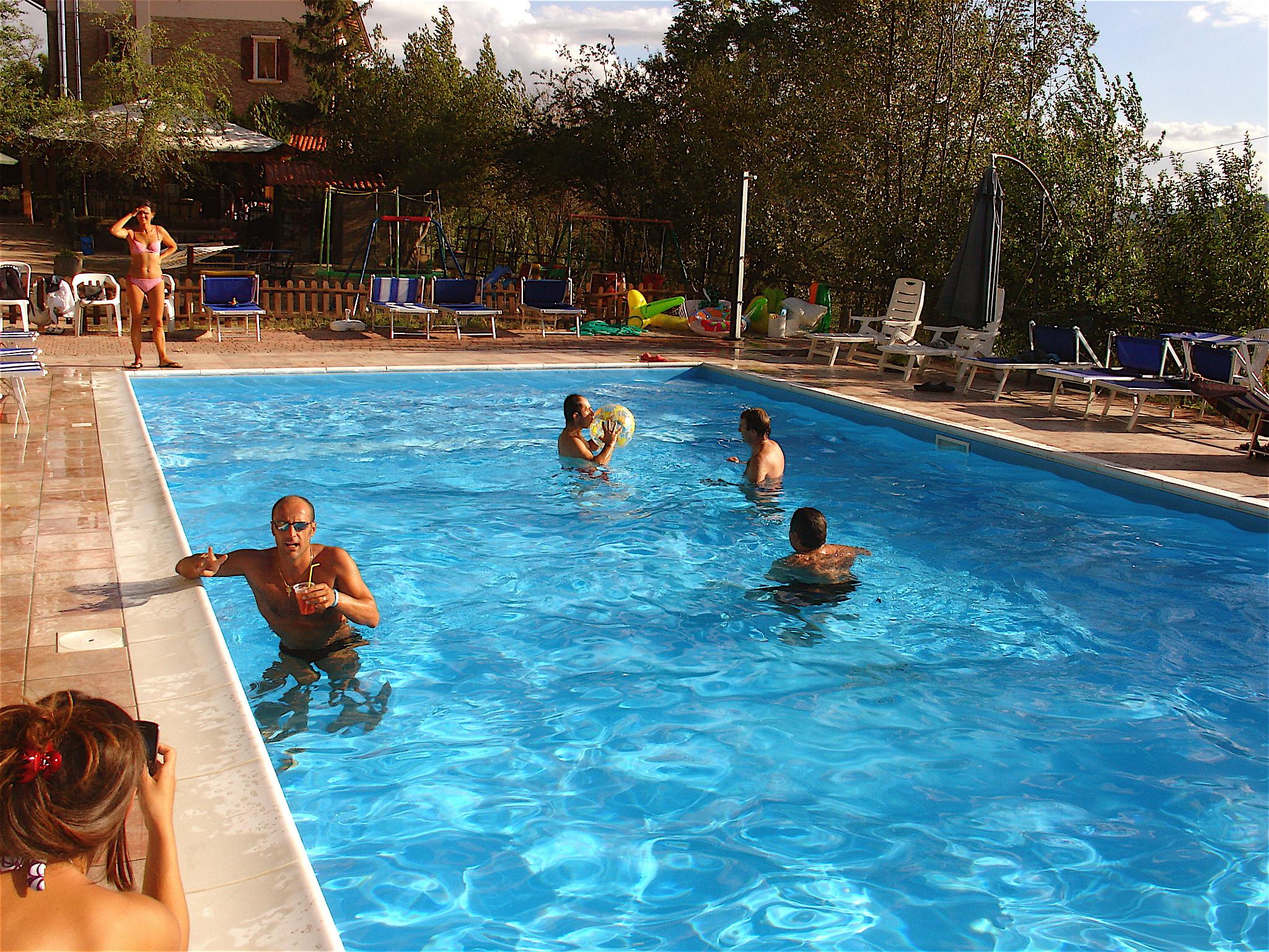 Agriturismo-Ca-Isotta-aperitivo-in-piscina